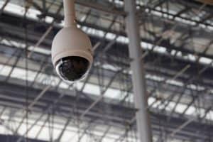 מצלמת אבטחה סמויה בבית עסק